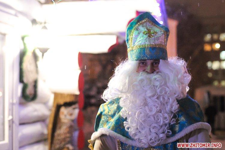 5a404a452e1b3 - Депутаты на сессии, Житомир замело снегом, елка и открытие Рождественской ярмарки. Фото недели