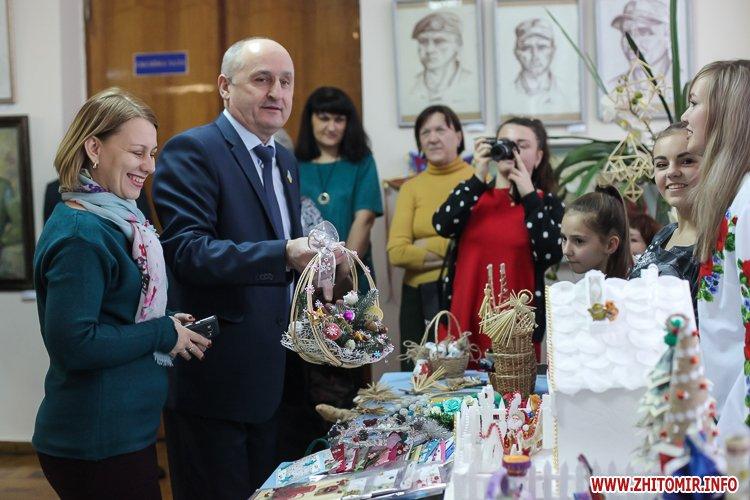 5a404aa6a8c9a - Депутаты на сессии, Житомир замело снегом, елка и открытие Рождественской ярмарки. Фото недели