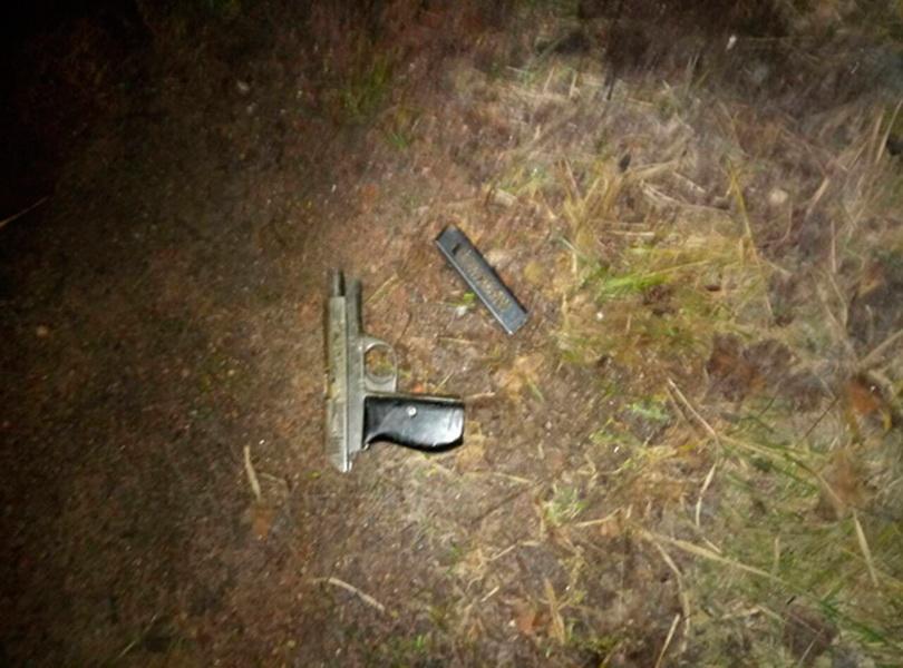 5a436553e4001 - У Коростені та в селі Овруцького району поліцейські затримали чоловіків, які стріляли зі зброї
