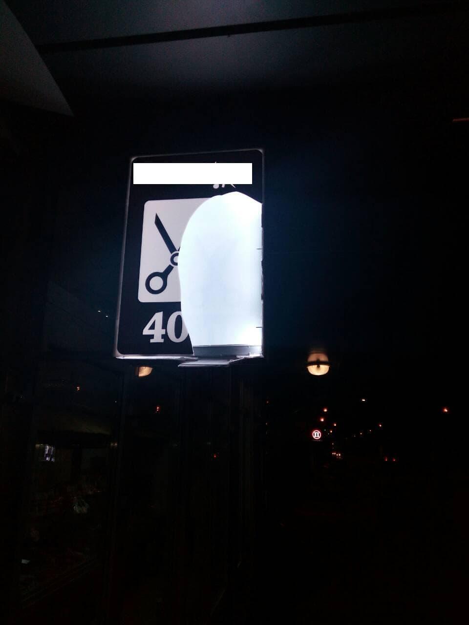 5a449f89f3c44 - У Житомирі поліцейські охорони затримали нетверезого чоловіка, який  на світанку побив вивіски торгівельних закладів