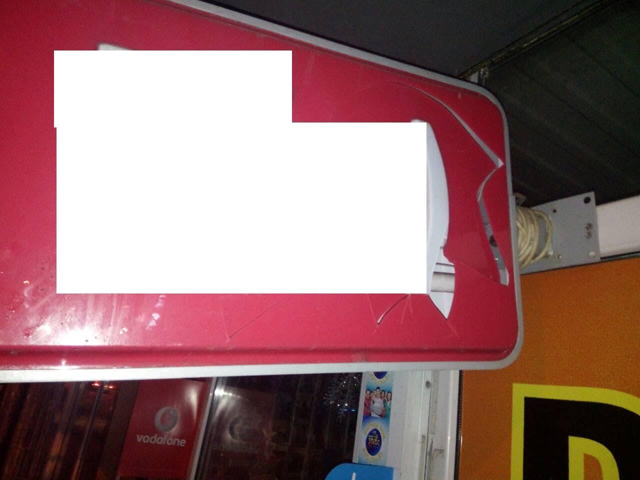 5a449f8ebd292 - У Житомирі поліцейські охорони затримали нетверезого чоловіка, який  на світанку побив вивіски торгівельних закладів