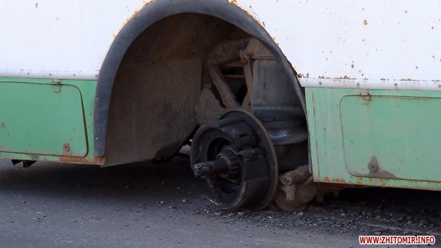 ВЖитомире пятеро молодых людей избили водителя троллейбуса