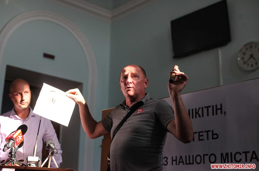 Директор Водоканала Андрей Никитин не стал пить воду из под крана