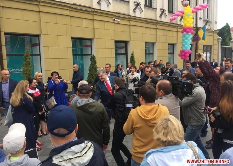 Порошенко гуляет по Михайловской в Житомире
