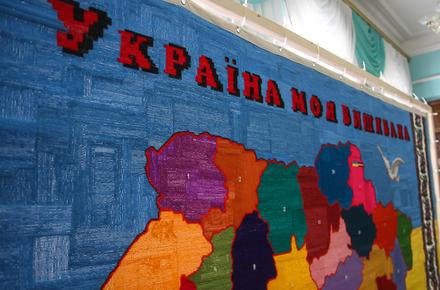 dbfdd03882fd2c5010f1a0bd663cab71 preview w440 h290 - До Житомира привезли карту України, яку вишивали більше тисячі жителів нашої області