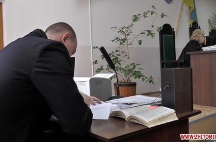 8192a4d1e12c952c79390f58d0900c62 preview w440 h290 - У житомирському суді під час засідання обвинувачений порізав себе на знак протесту