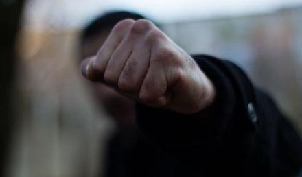 702a7ad4cce7ee6f586e85783a8d093b preview w440 h290 - В Житомирській області затримали двох чоловіків, які в парку нападали на юнаків, били і відбирали телефони