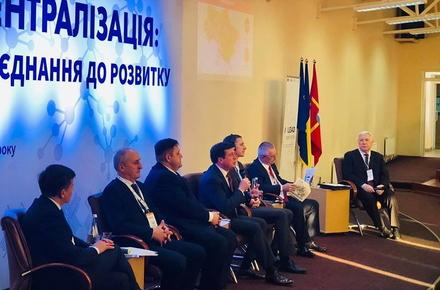 307f9c7657700ce9a3dff6e4e4337e1c preview w440 h290 - У Житомирі проходить всеукраїнський форум з децентралізації, модератор – екс-прем'єр-міністр