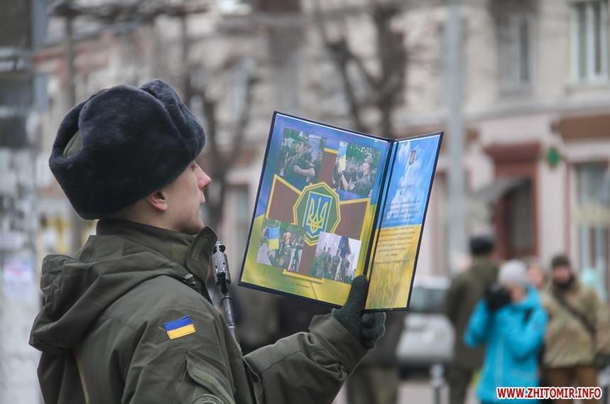 1743a35411642965b63f157abd5173b5 original w859 h569 - Військова присяга, річниця Революції гідності у Житомирі, День ДШВ і приїзд президента. Фото тижня