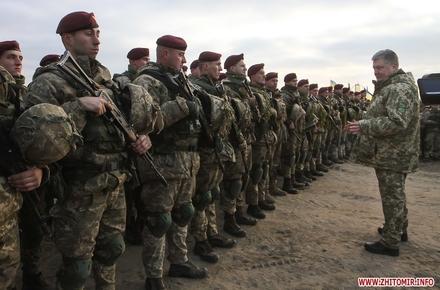 fe843651e1784a9433e2dd06086fc6e6 preview w440 h290 - Президент Петро Порошенко знову збирається до житомирських військових