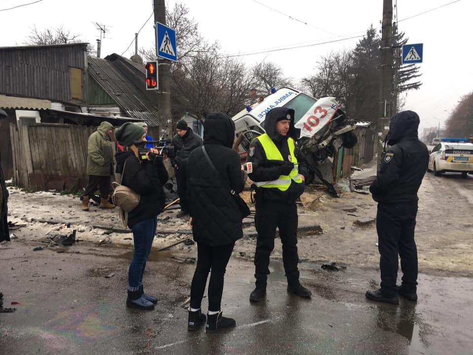 ДТП в Житомирі Швидка влетіла у двір