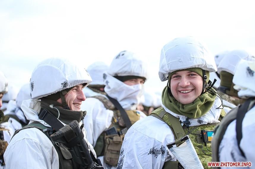5c0bc87bd630c original w859 h569 - Вітання військових з Днем ЗСУ, встановлення ялинки у центрі Житомира та позачергова сесія міськради. Фото тижня
