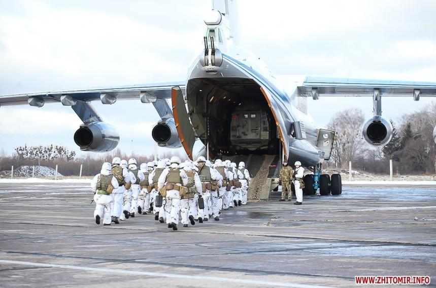 5c0bc8973ce25 original w859 h569 - Вітання військових з Днем ЗСУ, встановлення ялинки у центрі Житомира та позачергова сесія міськради. Фото тижня