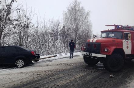 646a892c6ea4efb6fd34f6aa298feb14 preview w440 h290 - За добу в Житомирській області рятувальники витягнули з кювету Chevrolet, а зі снігових заметів – вантажівку та три легковика