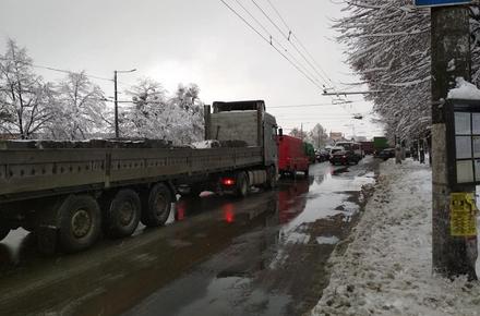 f8991ea693ff9baa0a880c9b3097fab3 preview w440 h290 - На проспекті Незалежності у Житомирі Ford зіштовхнувся з вантажівкою, утворився затор