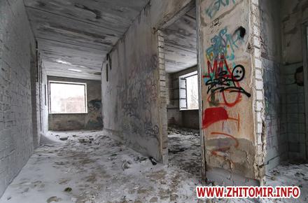 d98f09c9a7ed35f124c8d006f1464b42 preview w440 h290 - Який вигляд має недобудова в центрі Житомира, яку в 2006 році придбав Фонд соціального страхування. Фоторепортаж