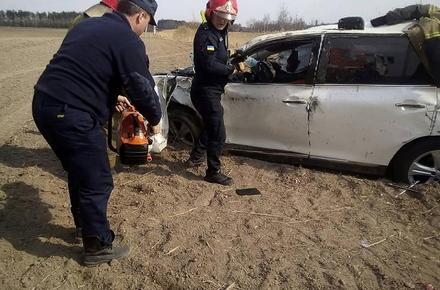 88c9dc8c2b2edaebec3ec8d5c7f08519 preview w440 h290 - Неподалік Коростеня Toyota злетіла у кювет: водія деблокували з автомобіля та доправили до лікарні
