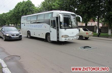 b552e9daf61f214436baaab6792e1570 preview w440 h290 - У Житомирі неподалік заправки, що горіла, пасажирський автобус з людьми в'їхав у ВMW