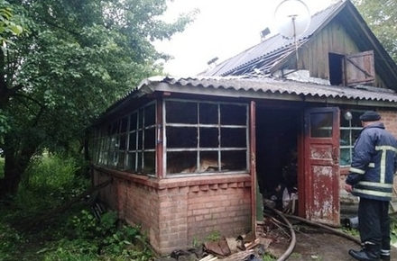 91f9229a365c8f4072d98dd6c108bdbf preview w440 h290 - У селі Житомирської області на пожежі постраждали господар будинку та рятувальник