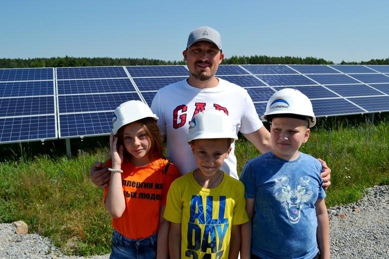5d2cb5dc5e614 original w859 h569 - Олег Грамотенко показав дітям першу на Житомирщині сонячну електростанцію