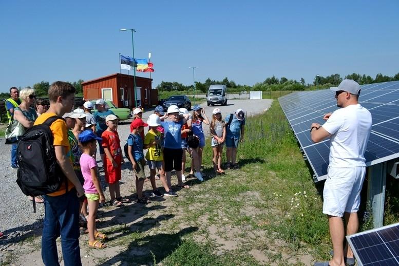 5d2cb5e624efd original w859 h569 - Олег Грамотенко показав дітям першу на Житомирщині сонячну електростанцію