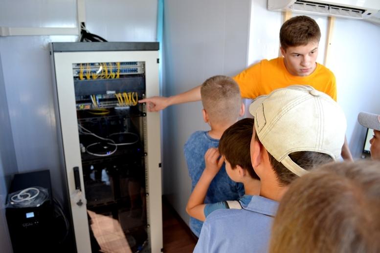 5d2cb5eeeaec4 original w859 h569 - Олег Грамотенко показав дітям першу на Житомирщині сонячну електростанцію
