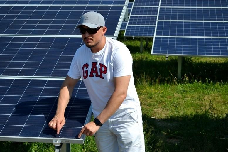 5d2cb5f7ef498 original w859 h569 - Олег Грамотенко показав дітям першу на Житомирщині сонячну електростанцію