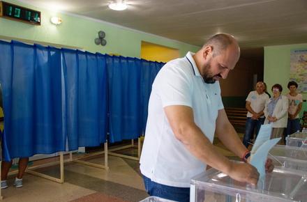 5c807f6db4f1f94d3e80c6383c30ac38 preview w440 h290 - Борислав Розенблат проголосував на виборах до Верховної Ради