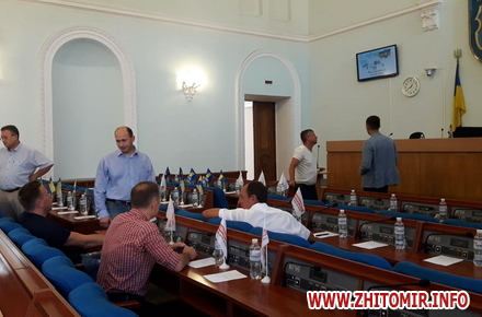9ae28e1d7d7d7fac09e92c0e0c97faaf preview w440 h290 - Депутати годину не могли розпочати сесію Житомирської міської ради, бо не було кворуму