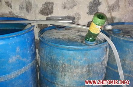 56aac1b86e78bacec27c9b5215f03cb0 preview w440 h290 - У Житомирській області податківці «накрили» цех із виготовлення неякісної горілки та вилучили 1,5 тонни спирту