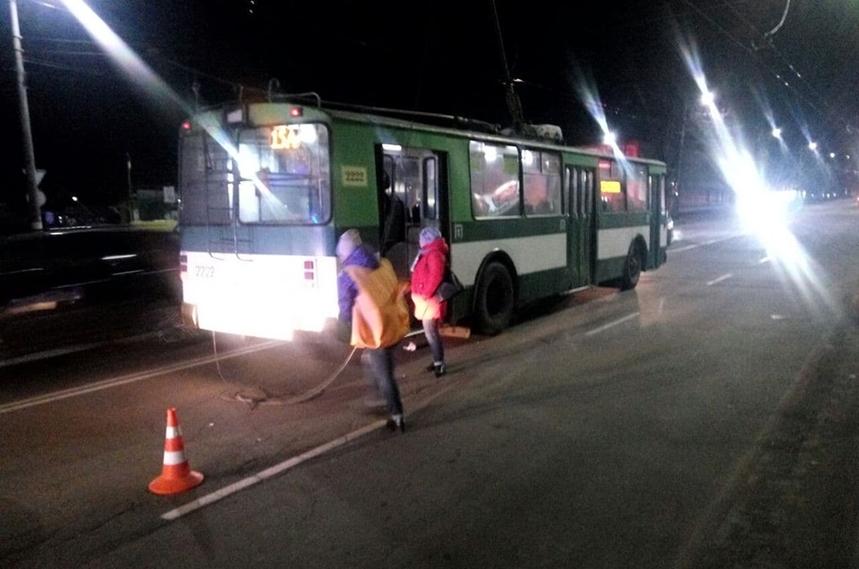 5dd8ed55da5a4 original w859 h569 - У Житомирі на Вітрука через різке гальмування тролейбуса травмувалися дві жінки (доповнено)