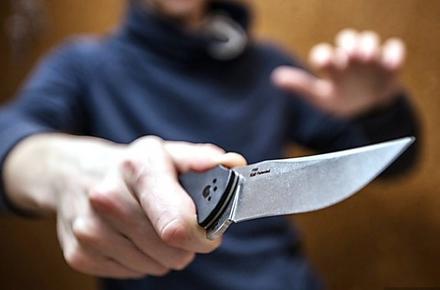 e6280ea8d2518cee4e019b201d605f3c preview w440 h290 - Житомирянин відчинив двері знайомому і отримав ножем в живіт: нападника затримали в центрі міста