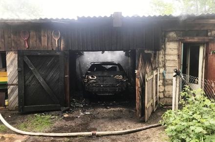 17afda58f99c9948bdcc565f64eaed71 preview w440 h290 - На вулиці Небесної сотні в Житомирі згорів гараж з автомобілем