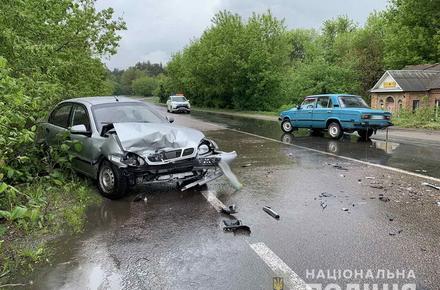 a794ef8cecd1ce9945066d8965119fe4 preview w440 h290 - На трасі поблизу Денишів Житомирського району в лобову зіштовхнулись Lanos і ВАЗ: водії отримали травми