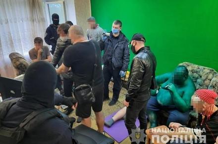 e05af4dc1ce00891d390561f2f129c31 preview w440 h290 - У Бердичеві блогер з друзями декілька днів незаконно утримували і під час стріму знущалися з 28-річного чоловіка