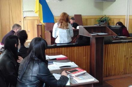 2bf31c97ca0cb3980378c4320ebedccb preview w440 h290 - У Бердичеві відбулось підготовче засідання у справі трьох дівчат, які побили ровесницю