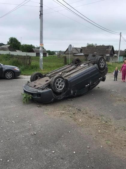 5ee737838c9ce original w859 h569 - На трасі у Житомирській області Volkswagen в'їхав у напівпричіп вантажівки, є травмовані