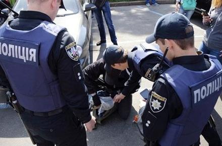 69d4cf5508b31c44b7b28b572e3ab13b preview w440 h290 - У райцентрі Житомирської області поліція перевіряє обставини смерті чоловіка, який випав з вікна під час відеостріму