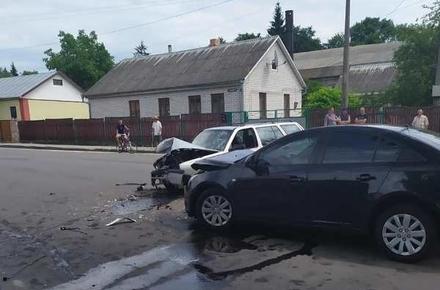 f8e589628a8ba253048a7be65b527898 preview w440 h290 - Подробиці ДТП в Олевську, в якій постраждали 4 людини: поліцейський за кермом Volkswagen був нетверезий
