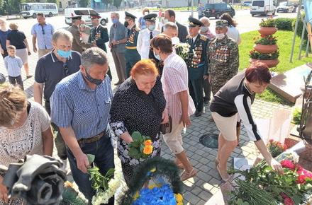 bb5bde8ec5b1093513ad9bd760d891c0 preview w440 h290 - В Житомирі та райцентрах 22 червня вшанували пам'ять жертв війни: на деяких заходах було більш ніж 10 осіб