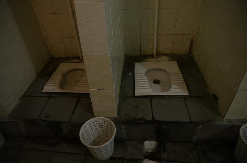 5ef0b8453259d original w859 h569 - Громадські вбиральні у центрі Житомира: скільки коштують та де знайти безкоштовний туалет. Фоторепортаж