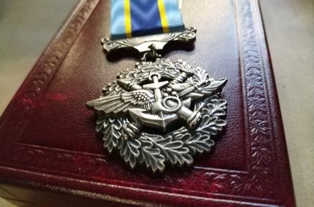 f16a92ba786afaa607a12e9bb41e18ba preview w440 h290 - Президент нагородив медалями «За військову службу Україні» загиблих в авіатрощі курсантів з Житомирської області
