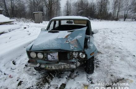 d6a6ee6484825f1c21843e741ecebcb4 preview w440 h290 - У селі Житомирської області нетверезий водій ВАЗ з'їхав у кювет, один пасажир відмовився від «швидкої» і помер вдома