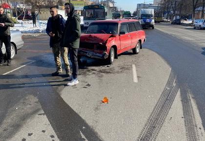 4dbf894ae43d8543222ae89599724616 preview w440 h290 - На Богунії у Житомирі зіштовхнулись Volvo та ВАЗ, рух тролейбусів заблоковано