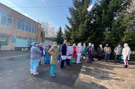 f54e370c3945210f8f66e341caf9c1a0 preview w440 h290 - Медики житомирської обласної лікарні вийшли на протест: вимагають звільнити директора