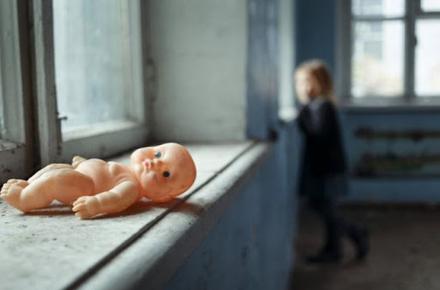 39eb16ded7fd2bb56a3269477fa858eb preview w440 h290 - Залишила сина і маленьку дочку на п'яного співмешканця і на тиждень пішла з дому: на жительку Житомирської області склали протокол за недогляд дітей