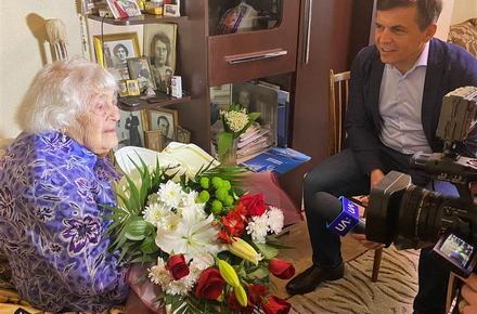 bcbffcfd457688e89fb09988334c2c7e preview w440 h290 - Найстарша жителька Житомира відзначає свій 106-й день народження