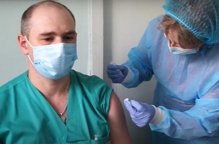 8296a90566dbcaeefeb3ec8cbd4a55e5 preview w440 h290 - В Житомирській області почалася ревакцинація медпрацівників, які в лютому першими отримали щеплення від COVID-19