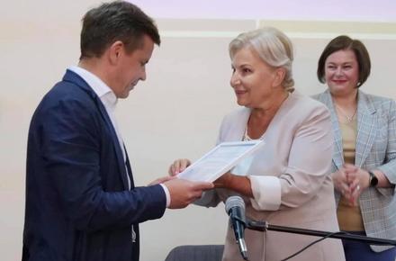 438d9ae1bc2016e49c06ea7200d084aa preview w440 h290 - Житомир отримав сертифікат на 4 млн гривень грантових коштів на обладнання для шкіл і садочків