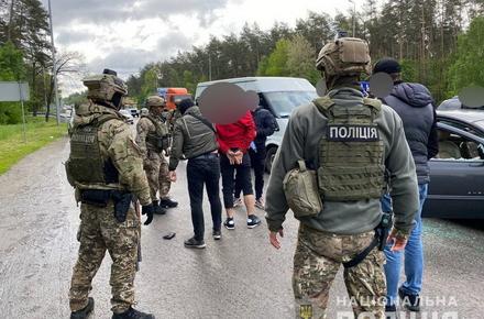 e971ebb8965c013280872d2c06b8c475 preview w440 h290 - На трасі Київ-Житомир затримали озброєну банду, яка займалась розбоєм, вимаганням та катуванням